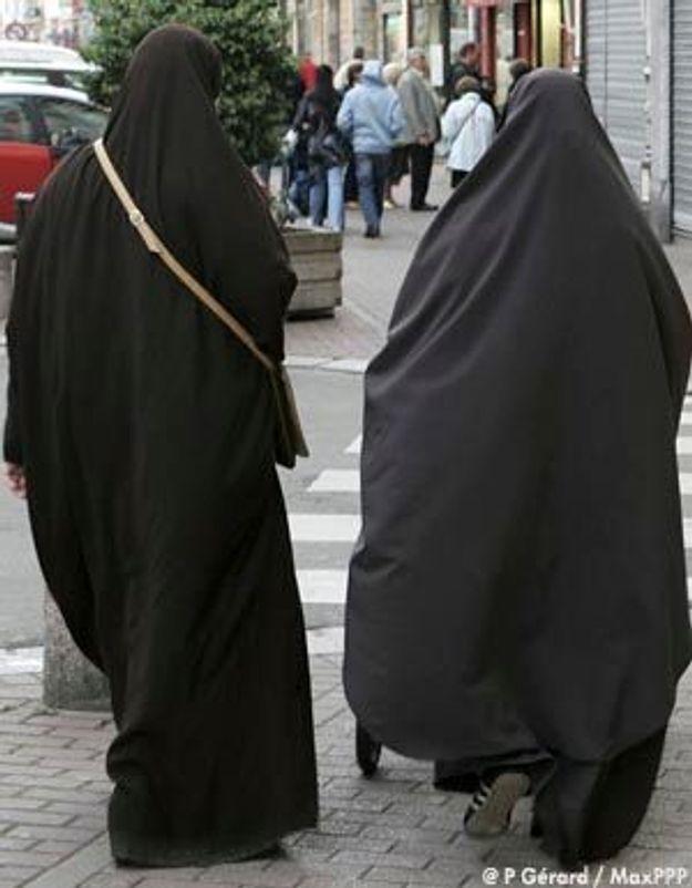 Enqu te soci t une loi contre la burqa en france elle - La loi sur le port du voile en france ...