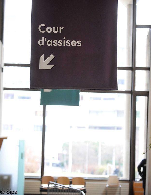 15 hommes jugés pour des viols collectifs sur deux adolescentes