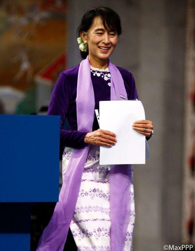 21 ans après, Aung San Suu Kyi reçoit enfin son prix Nobel