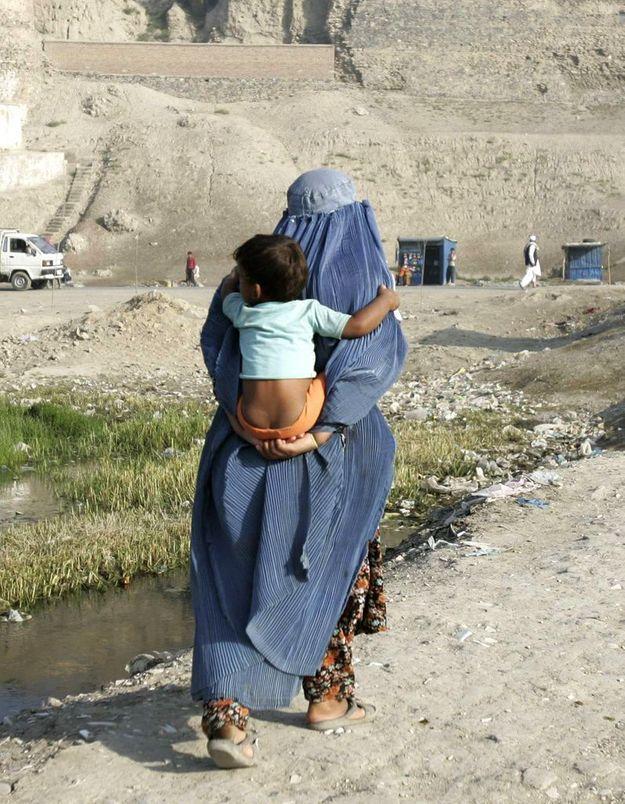 Afghanistan : il tue sa fille en public à la kalachnikov