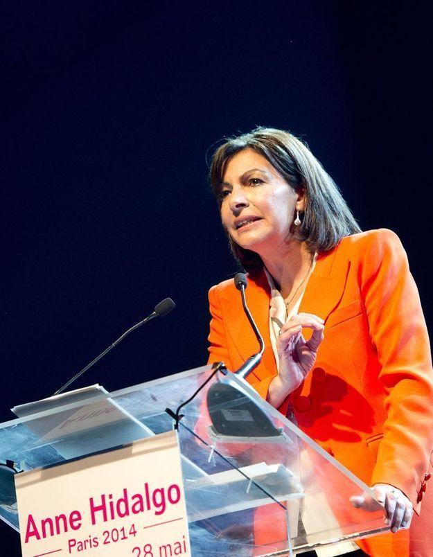 Anne Hidalgo lance sa campagne et tacle la droite