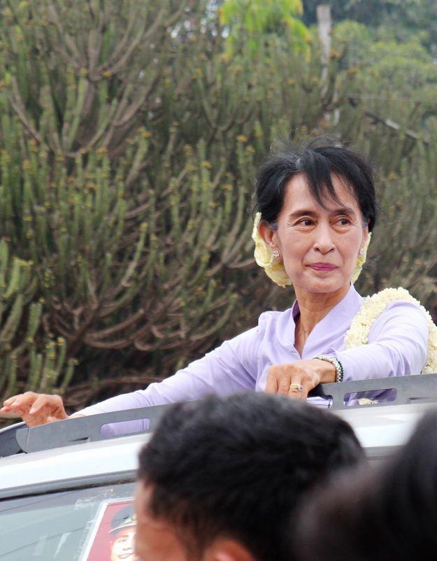Aung San Suu Kyi élue députée affirme son parti