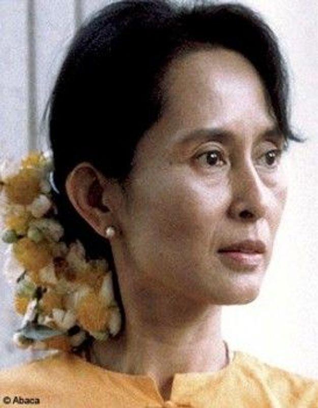 Aung San Suu Kyi fête son 65e anniversaire privée de liberté