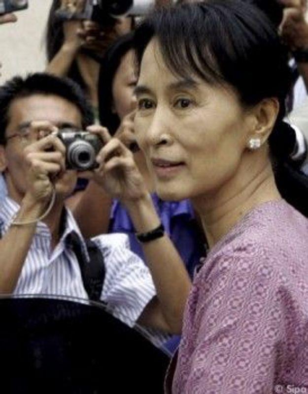 Aung San Suu Kyi parle pour la première fois