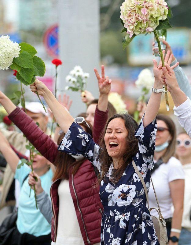 Biélorussie : une chaîne humaine de femmes pour dénoncer la répression policière