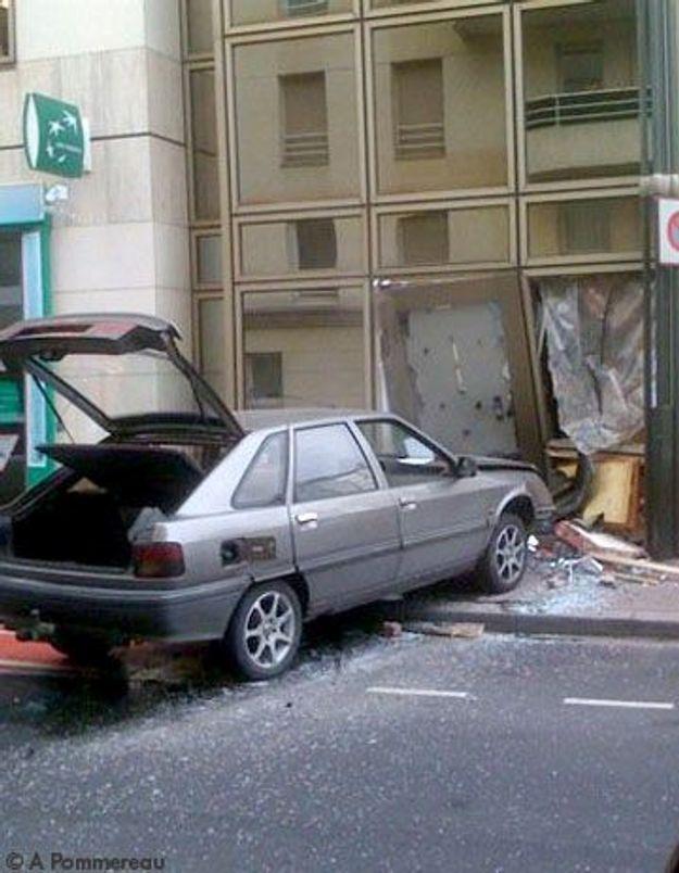 Braquage à la voiture-bélier en bas du ELLE.fr !