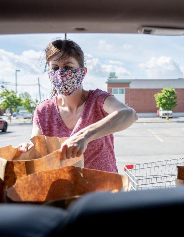 Coronavirus : où et quand peut-on retirer son masque à l'extérieur ?