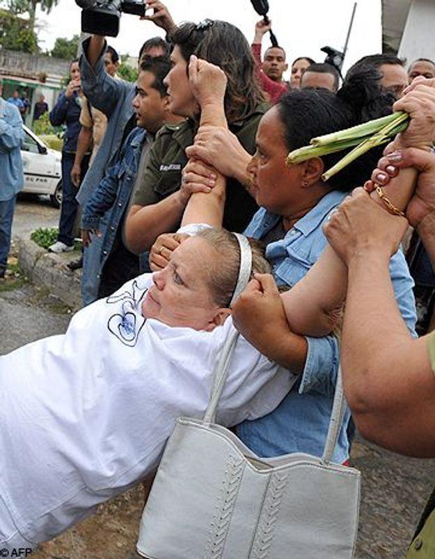 Cuba: les dames en blanc défilent pour leurs proches arrêtés