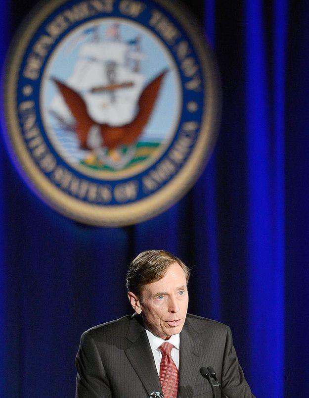 David Petraeus : l'ex-directeur de la CIA présente ses excuses pour sa liaison