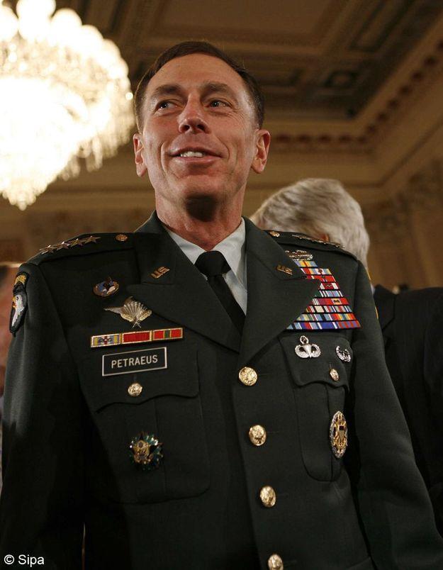 Démission du chef de la CIA : une deuxième femme impliquée