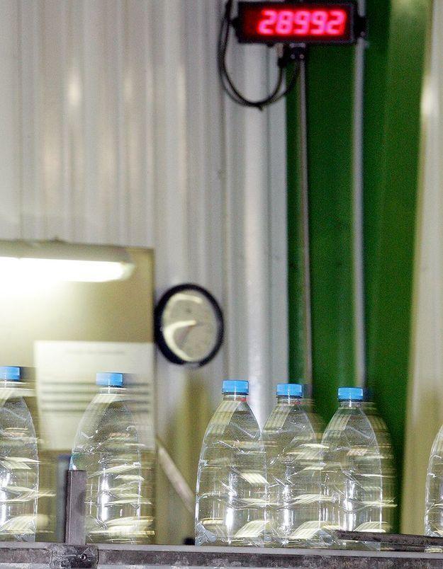 Des médicaments et des pesticides dans l'eau minérale ?