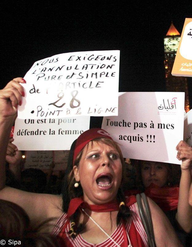 Des milliers de Tunisiens ont manifesté pour les droits des femmes