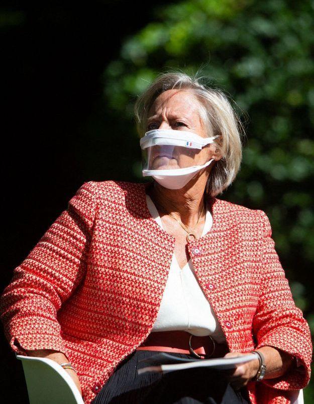 Écoles : des masques transparents bientôt distribués aux enseignants pour faciliter l'apprentissage des enfants