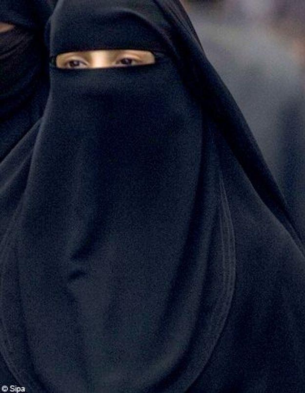 Elle conduit avec une burqa et écope de 22 euros d'amende