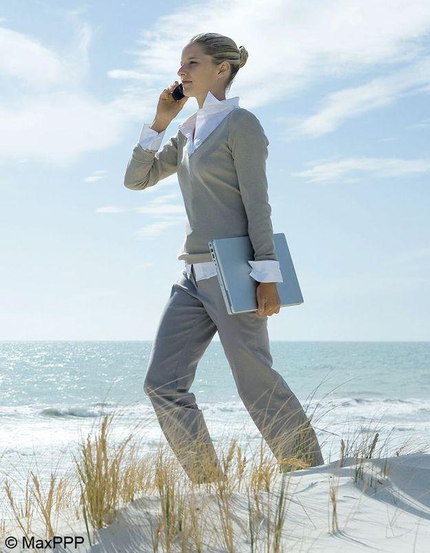 En vacances, 26% des Français continuent à travailler