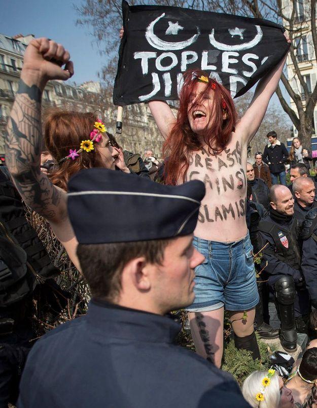 Femen : Caroline Fourest topless pour soutenir Amina