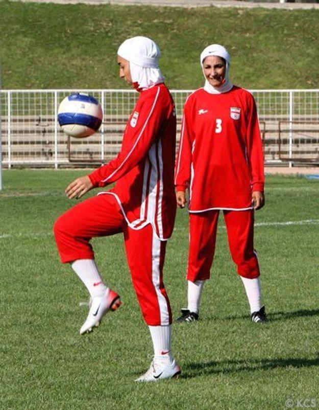 Foot féminin en Iran : sous la casquette, le foulard ?