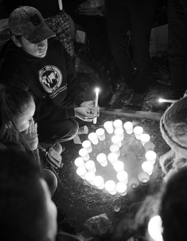 Fusillades à Paris : le monde entier rend hommage aux victimes