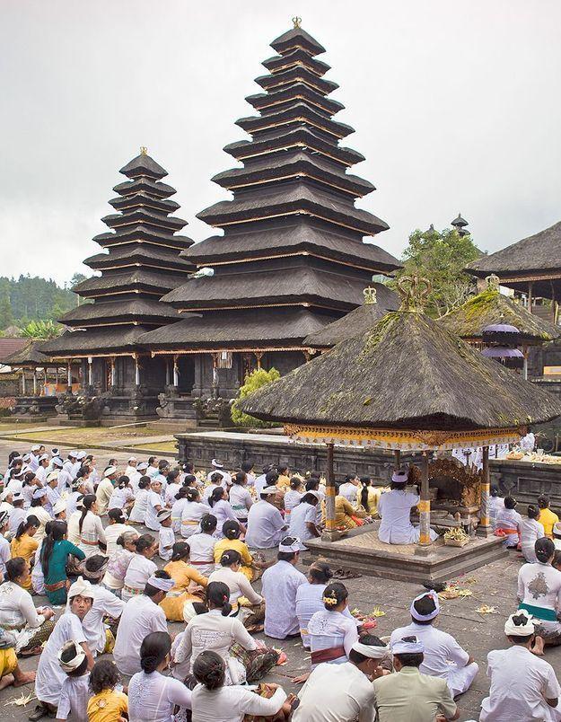 Indonésie : des panneaux « Sexe interdit » dans les temples