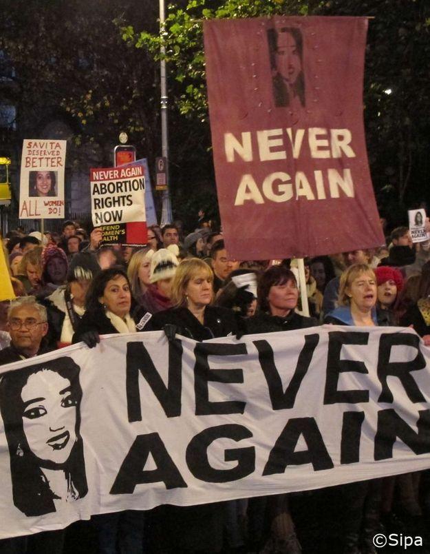 Irlande : manifestation après le décès d'une femme enceinte