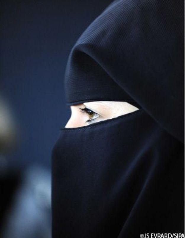 La femme de Liès Hebbadj défend le port du niqab
