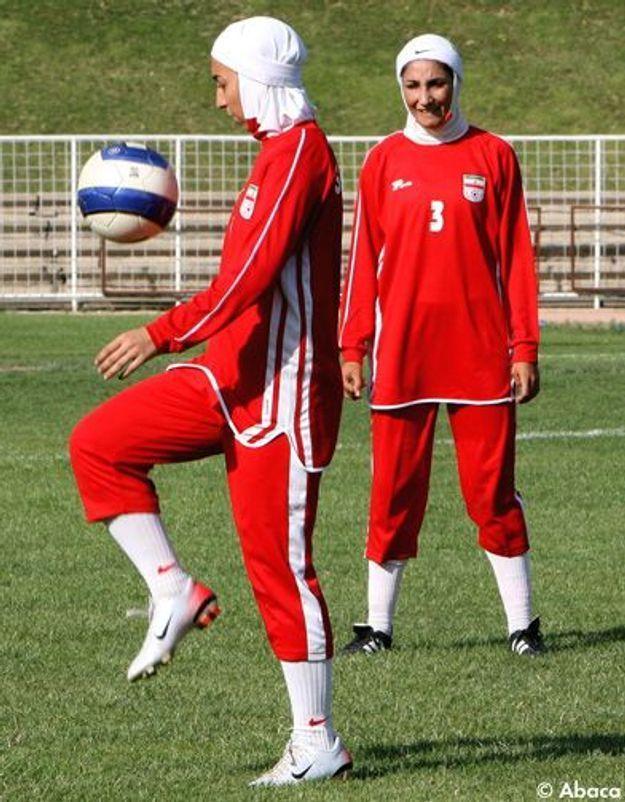 La tenue des footballeuses iraniennes ne plaît pas à la FIFA
