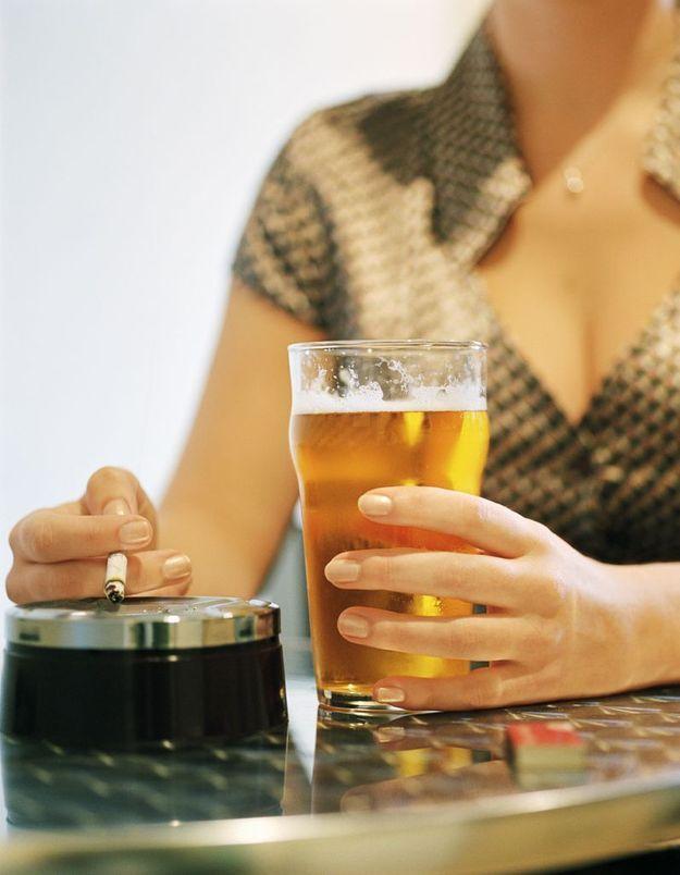 Le mélange tabac/alcool plus dangereux chez les femmes