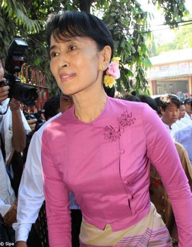 Le parti d'Aung San Suu Kyi se présentera aux élections