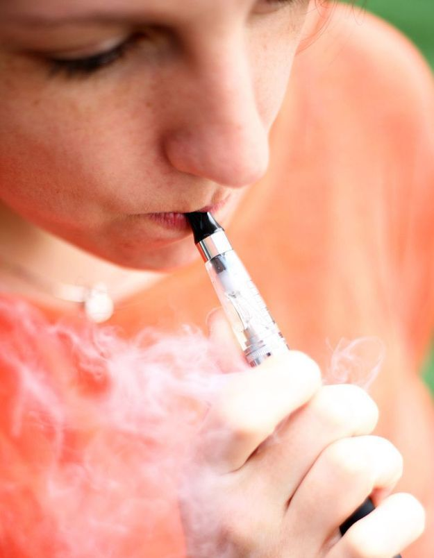 Les e-cigarettes bientôt bannies des lieux publics ?