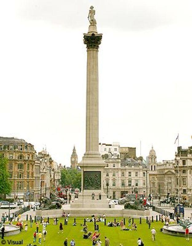Londres : des pickpockets distribuent des billets dans la rue