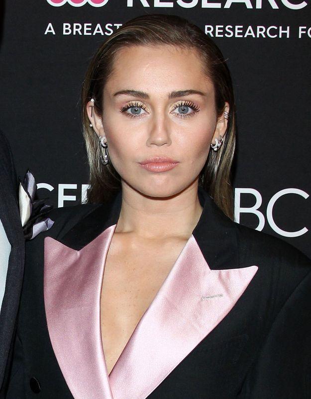 Miley Cyrus embrassée de force : la vidéo qui met en colère