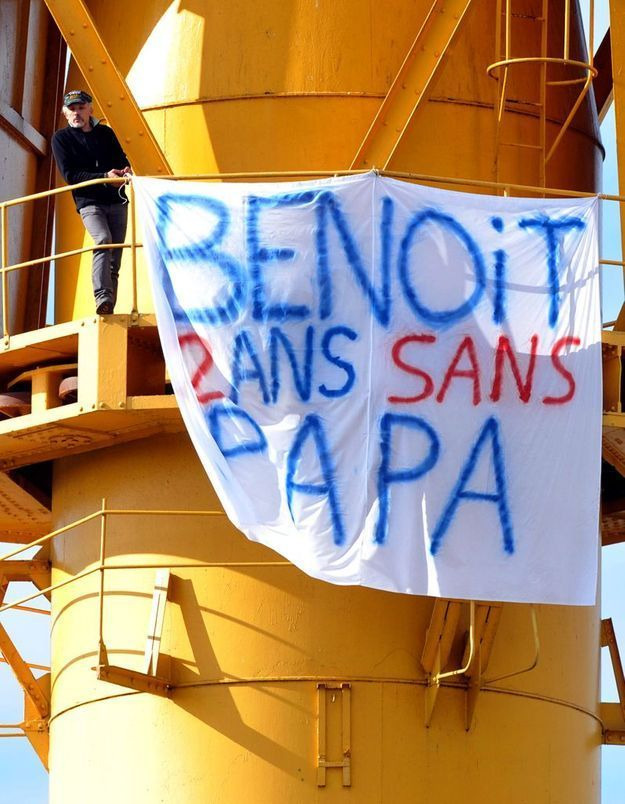 Nantes : du haut d'une grue, il réclame la garde de son fils