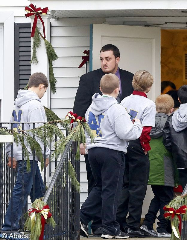 Newtown : les premières victimes ont été enterrées