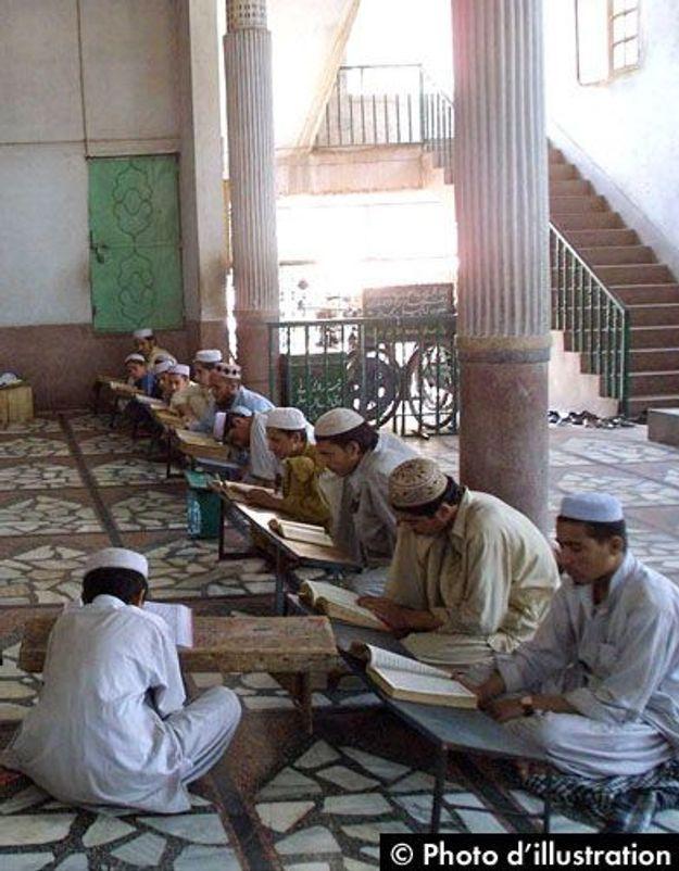 Pakistan : 53 élèves enchaînés dans le sous-sol d'une école