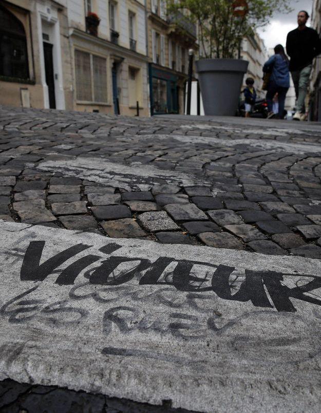 Paris : Wilfrid A. auteur des tags « L'amour court les rues » mis en examen pour viols et agressions sexuelles