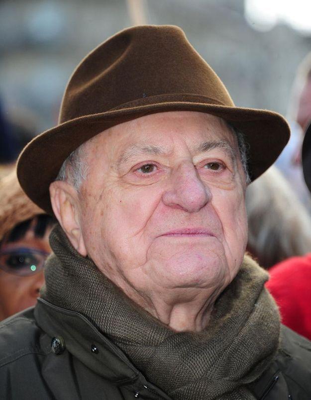 Pierre Bergé veut des préservatifs gratuits dans les collèges