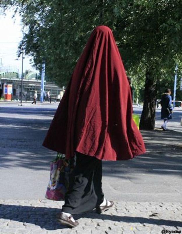 Port de la burqa le dialogue plut t qu une loi elle - Loi interdisant le port du voile ...