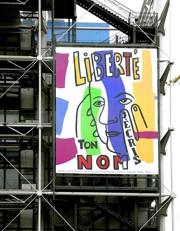 #PrêtàLiker : la façade du Centre Pompidou s'orne de la poésie de Paul Eluard