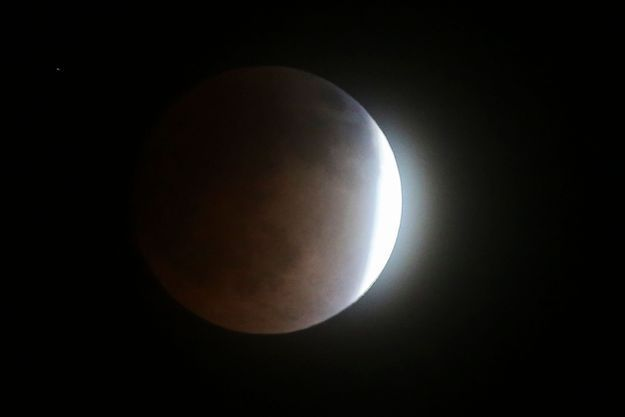 #Prêtàliker : Un tuto pour regarder l'éclipse sans lunettes