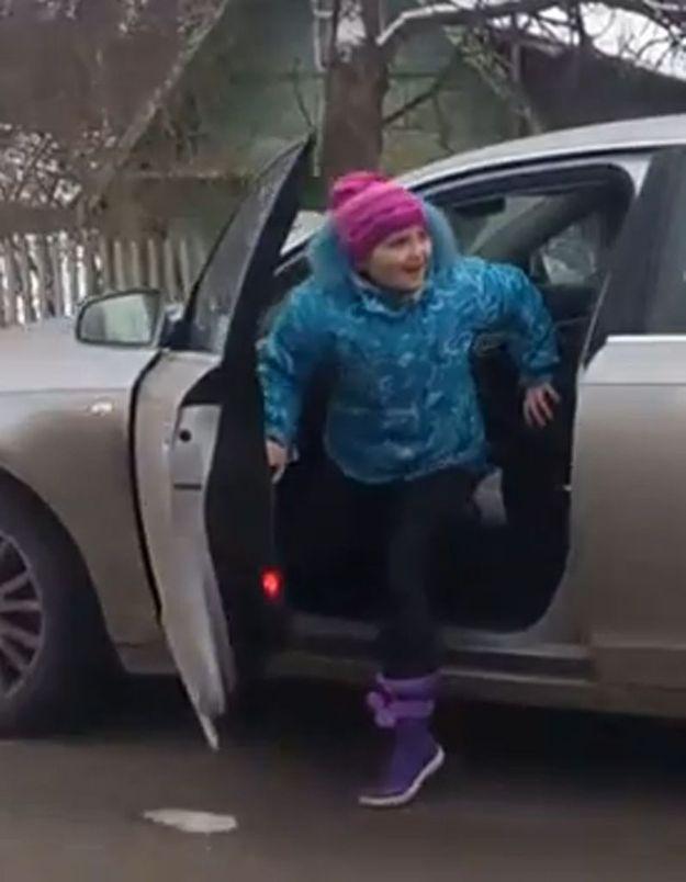 Russie : à 8 ans, elle conduit une voiture à 100km/heure