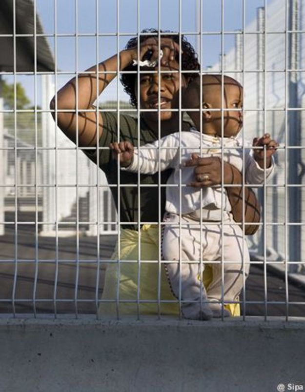 Sans papiers : les enfants en bas âge en détention avec leur mère