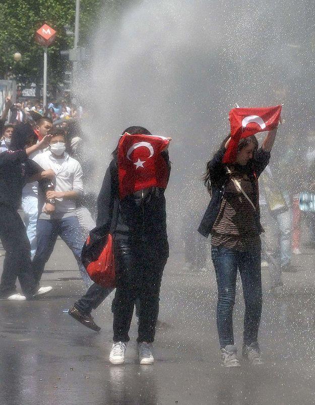 Turquie : Elif,  22 ans, raconte son combat