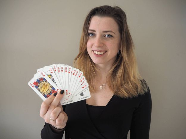 Une néerlandaise, Indy Mellink, invente un jeu de cartes non-genré pour favoriser l'égalité des sexes