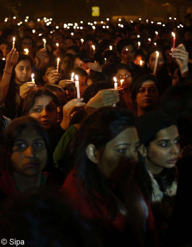 Viol collectif en Inde : dernier hommage à l'étudiante décédée