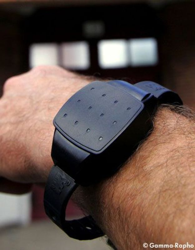 Violences conjugales: le bracelet électronique testé en 2012