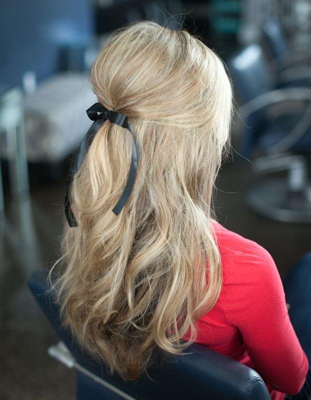 La demi-queue bombu00e9e - 20 coiffures u00e0 faire entre deux shampoings - Elle