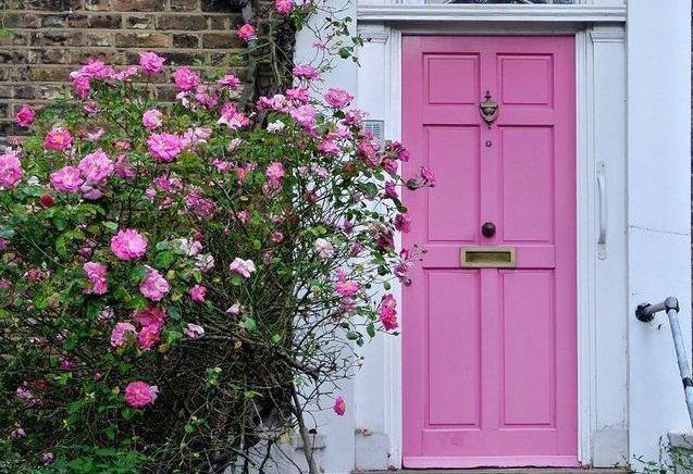 Une porte colorée pour faire entrer du peps dans la maison