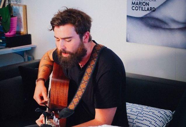 ELLE LIVE #13 : Hugo Barriol chante à la rédaction