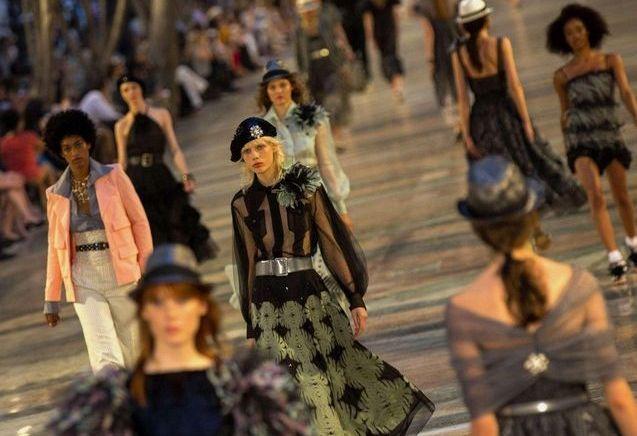 Chanel investit les rues de Cuba pour son défilé Croisière 2016