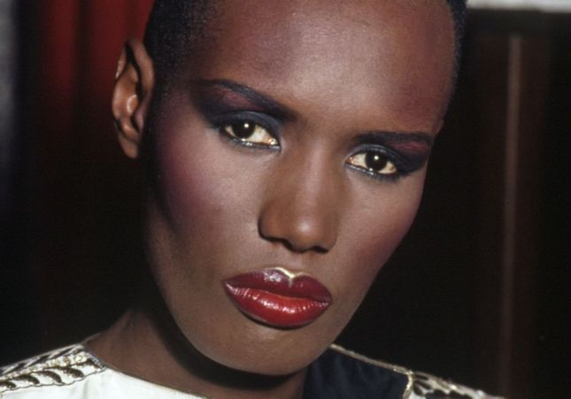 Un visage, une époque : Grace Jones, l'androgyne rebelle